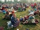 �eny a d�ti z uprchlick�ho t�bora Tuzla nedaleko bosensk� Srebrenici. (�ervenec...