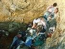 Povra�d�n� muslimov� v jednom z masov�ch hrob� nedaleko Srebrenici . (�ervenec...
