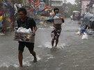 Filipíny zasáhl tajfun Rammasun (16. července 2014).