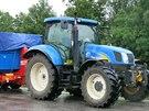 Policisté také kontrolovali technický stav traktorů. (9. července 2014)