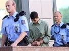 Policisté přiváději k soudu jednoho z ostravských studentů, kteří jsou obviněni...