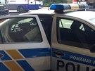 Muž zadržený po útoku v metru Kačerov čeká na odvoz na výslech v policejním autě