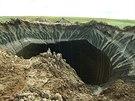 Vědci zkoumají obří kráter, který se záhadně objevil na poloostrově Jamal na...