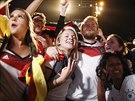 Němečtí fanoušci slaví titul mistrů světa  na pláži Copacabana v Riu de Janeiru.