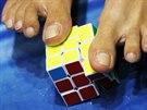 Skládání Rubikovy kostky nohama na pardubickém festivalu Czech Open