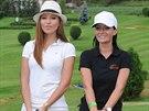 Moderátorky televize Nova Inna Puhajková a Gábina Partyšová společně na golfu.