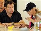 Manžel Jitky Kocurové nemá rád pozornost médií, ale svou ženu doprovází.