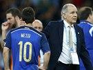 NEZVLÁDLI JSME TO. Lionela Messiho chlácholí po prohraném finále argentinský