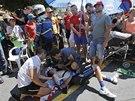 TO VYPAD� ZLE. David De La Cruz Melgarejo po p�du v dvan�ct� etap� Tour de