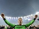 N�meck� brank�� Manuel Neuer se raduje z titulu mistr� sv�ta.