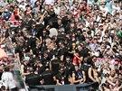 TRIUMFÁLNÍ CESTA. Němečtí fotbalisté projíždějí Berlínem, kde je po zisku...
