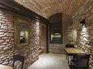 Suterénní prostor má krásně zachovalé režné zdivo a klenby. Kdysi tu byly