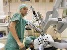 Olomoučtí lékaři při operacích využívají robota, pomohl už tisíckrát.