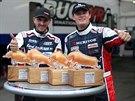 David Vršecký (vlevo) a Adam Lacko z Buggyry s trofejemi z okruhu Red Bull Ring.