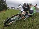 Stef Clement v péči doktora po pádu v sedmé etapě Tour de France