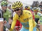 Italský cyklista Vincenzo Nibali ve žlutém trikotu na startu 8. etapy Tour de...