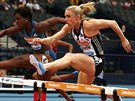 Tiffany Porter (vlevo) a Sally Pearson bojuj� v z�vodu na 100 metr� p�ek�ek na...