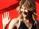 Laura Dernová na červeném koberci před zakončením 49. ročníku karlovarského...