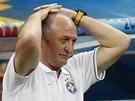 DALŠÍ NEÚSPĚCH. Brazilský kouč Luiz Felipe Scolari sleduje porážku svého týmu v