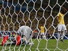 BRAZÍLIE PROHRÁVÁ 0:3. Brankář Júlio César dostal v nastaveném čase gól od