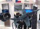 Model nového letounu L-39 NG a motoru, který byl představen na leteckém...