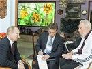 Vladimir Putin hovoří s bývalým kubánským vůdcem Fidelem Castrem (12. 7. 2014).