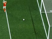Nizozemský obránce Ron Vlaar se drží za hlavu, protože v semifinále MS...