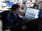 Tento pracovník má b�hem slu�by za úkol predikovat vývoj tajfun�. Známky...