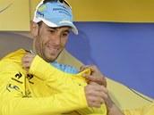 ZPÁTKY DO ŽLUTÉHO. Vincenzo Nibali po desáté etapě Tour de France znovu obléká