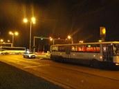 Tragická nehoda, při které autobus srazil v Hradci Králové na přechodu chodce. (17. 12. 2014)