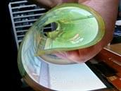 Funkční 18palcový OLED displej lze nyní srolovat do 3cm ruličky.