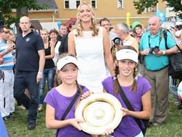 Dvojnásobná wimbledonská vítězka Petra Kvitová přijela v neděli odpoledne do...
