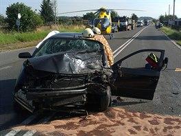 Řidič osobního auta zemřel u Jaroměře po střetu s dodávkou (15.7.2014).