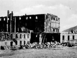 Luční bouda po požáru na pohlednici Johanna Bönsche z roku 1939.