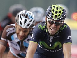 FINIŠ. Alejandro Valverde a za ním Jean-Christophe Peraud míří do cíle desáté