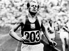V CÍLI. Jednou z inspirací byla sochaři Hankomu slavná Zátopkova fotka z olympiády v Helsinkách z roku 1952, kde získal tři zlaté medaile v běhu na 5 a 10 kilometrů a v maratonu.