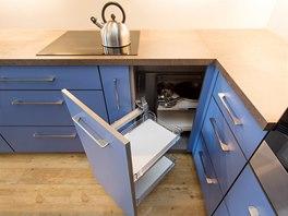 Rohová skříňka je vybavena praktickým výsuvným systémem.