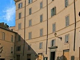 Nejblíž k Pompeiovu divadlu mají domy na Via di Grotta Pinta, které byly...