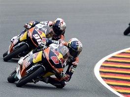Jack Miller (vpředu) ovládl kvalifikaci Moto3 na VC Německa.