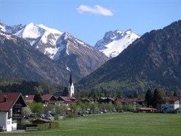 Jarn� pohled na Oberstdorf, v pozad� Allgavsk� Alpy