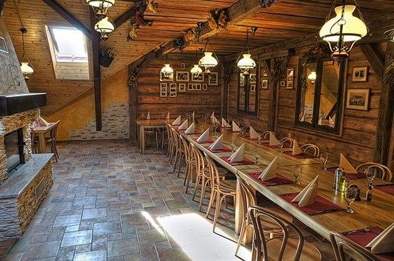 Stylové zařízení Staročeské krčmy s kapacitou pro 30 hostů