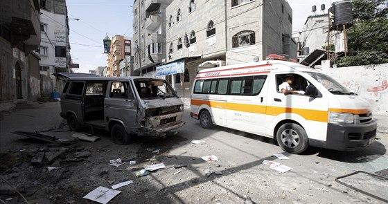 Ambulance vyjíždějí mnohdy jen několik sekund po ostřelování.