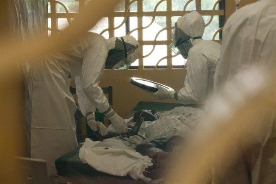 Americký lékař Kent Brantly z organizace Samitan's Purse se na nedatovaném...