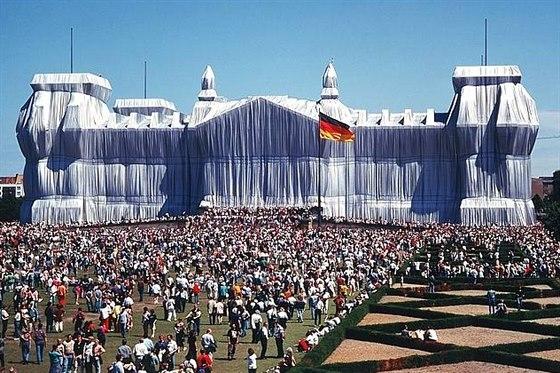 Zabalený Říšský sněm v Berlíně - Christo a Jeanne-Claude.