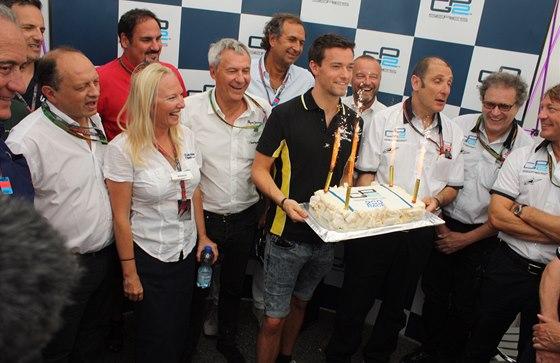 Šéfové týmů GP2 slaví s Palmerem 200. závod GP2.