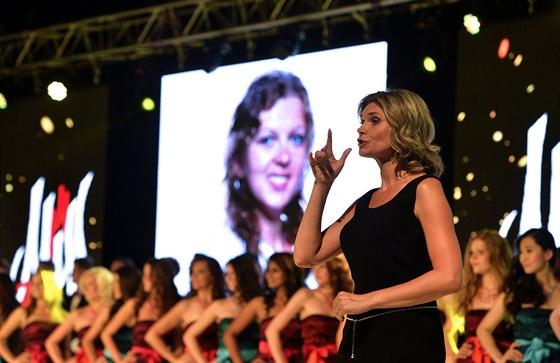 Soutěž Miss & Mister Deaf World 2014 doprovázelo několik překladatelů do...