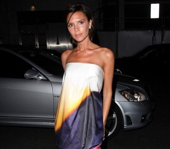 Victoria Beckhamová v šatech od Alexandera McQueena
