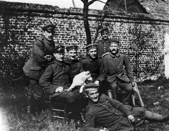 Roku 1933 se moci v N�mecku ujali nacist�, pod veden�m Adolfa Hitlera. Ten byl...