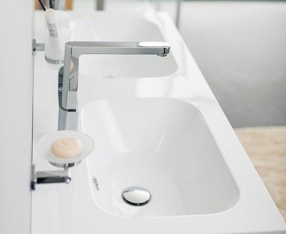 Pří údržbě mohou přípravky s chlórem poničit jak baterie, tak koupelnové