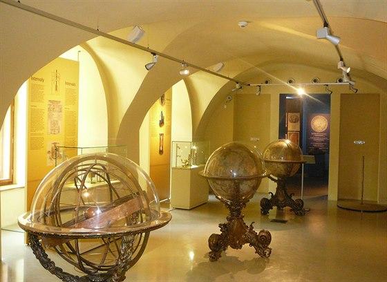 Na výstavě můžete spatřit stovky předmětů určených k měření času.